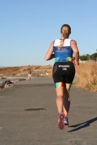 karmen running from back - ITU kit